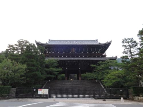 京都・知恩院の三門