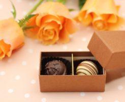 箱に入った一口サイズのチョコレート