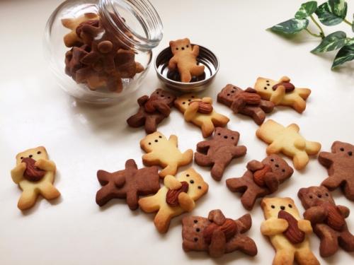 くま(熊・クマ)のカタチをしたクッキー