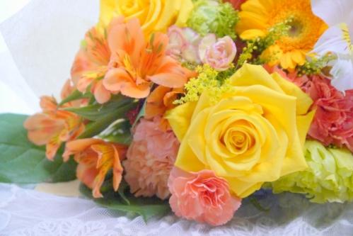 ビタミンカラーの花束 (フラワーアランジメント)