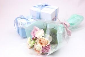 ホワイトデー(花束とプレゼント)
