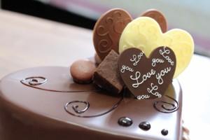 ハート型のチョコレートケーキ