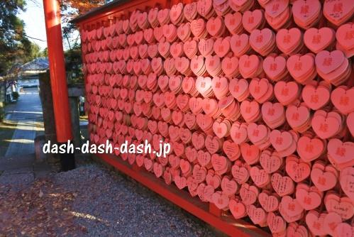 犬山三光稲荷神社(ピンクのハートの絵馬)