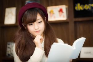 読書女子(本を読む女の子)