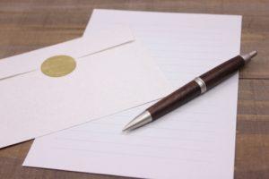 手紙(便箋とボールペンと封筒)