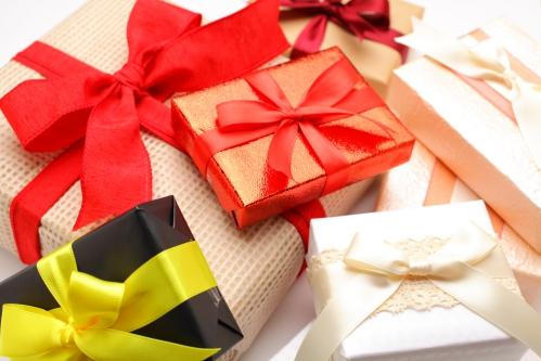 大量のプレゼント(プレゼント交換)