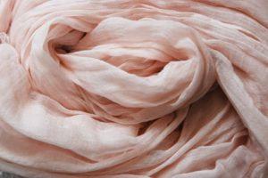 薄いピンク色のストール