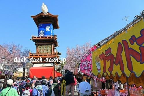 犬山祭の車山と屋台
