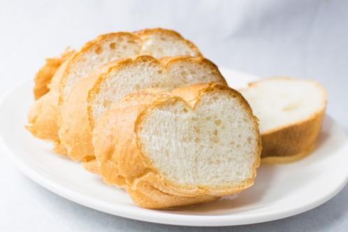 スライスしたフランスパン(バゲット)