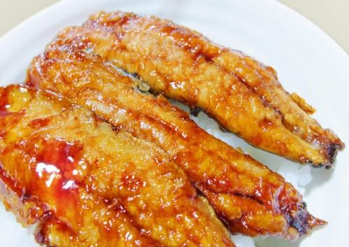 節分の献立(メニュー)の主菜「いわしの蒲焼き丼」