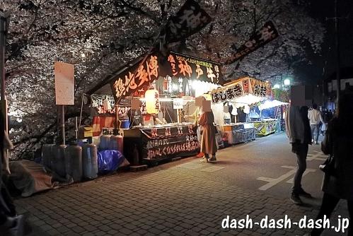 岩倉桜まつり夜の屋台の様子