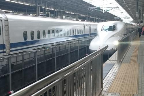 東海道新幹線(のぞみ)