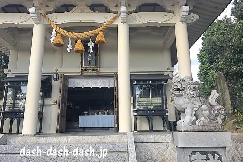 岩崎御嶽社拝殿と狛犬