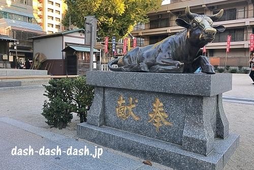 櫛田神社座牛01