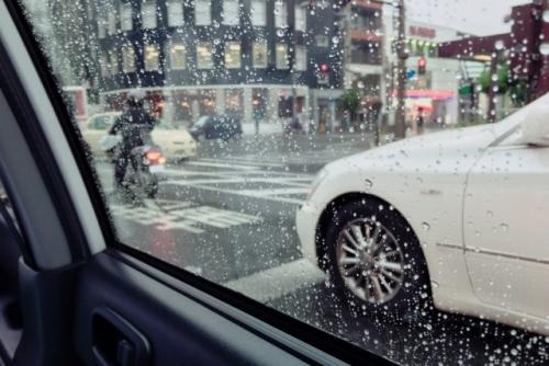 車窓(タクシー)から見た雨01