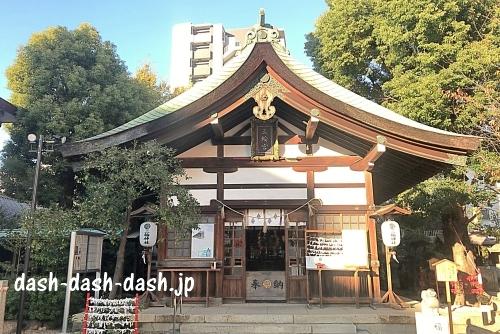 三輪神社(名古屋大須)の拝殿本殿01