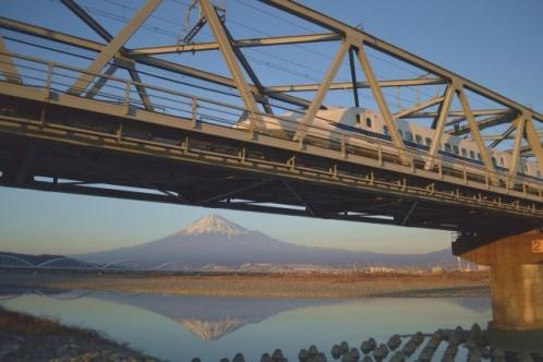 富士山と新幹線(富士川橋梁)01