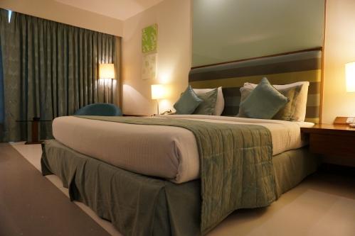 素敵なホテルの部屋とベッド