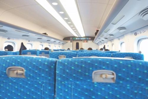 新幹線の車内(車両中央付近の座席)01