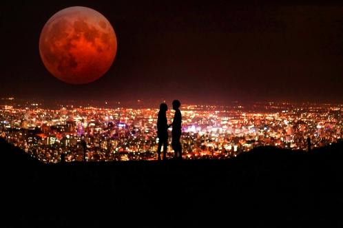 満月と夜景とカップル(恋人)