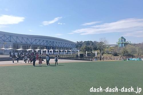 モリコロパーク(愛・地球博記念公園)大芝生広場01