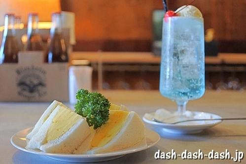 たまごサンドとクリームソーダ(シヤチル)