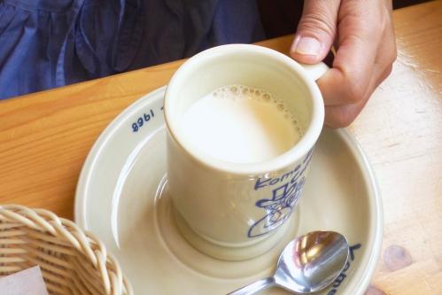 ホットミルク(コメダ珈琲店)
