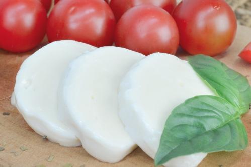 カプレーゼ(モッツァレラチーズ・トマト・バジル)