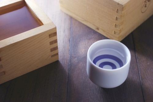 清酒・日本酒(升酒とお猪口)