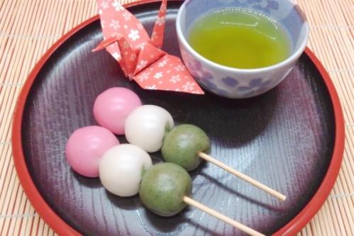 三色団子とお茶と折り鶴