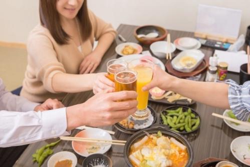 居酒屋で飲み会(乾杯・忘年会)
