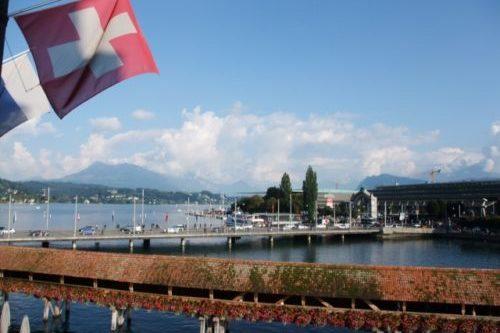 カペル橋とルツェルン湖