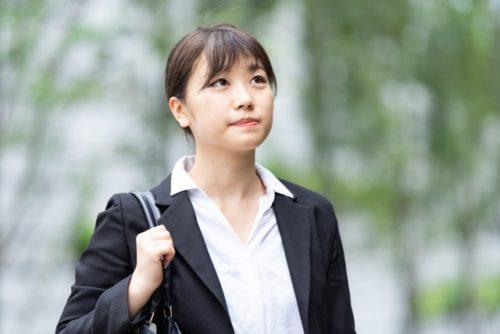 新入社員の通勤・就職活動(リクルートスーツ)