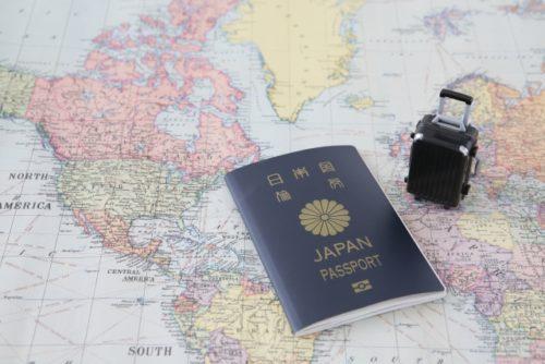 旅行(世界地図・パスポート・スーツケース)