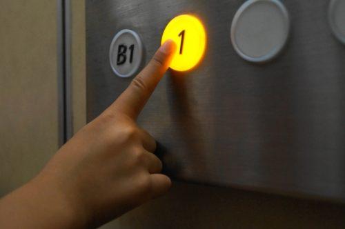 エレベーターと手(プッシュ)